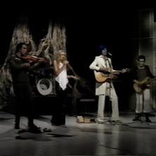 twiggy-with-Doctors-1975.jpg