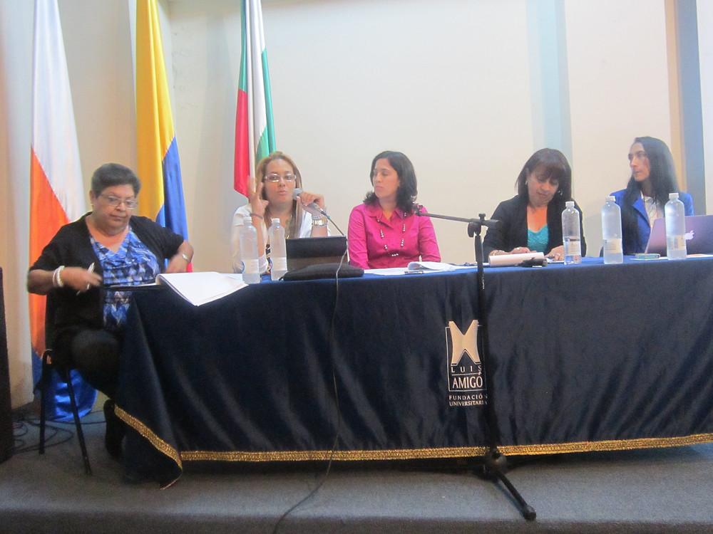 2_Izq._a_derecha,_Prof._Carmen_Rivera-Lugo,_las_asistentes_de_investigación,_Am