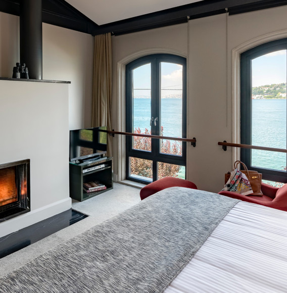 rooms-with-sea-view-and-fireplace-at-sum