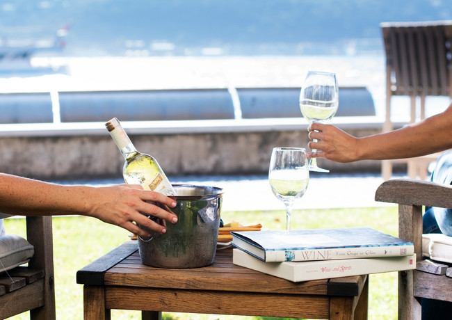 wine-and-cheese-at-garden-by-the-sea_edi