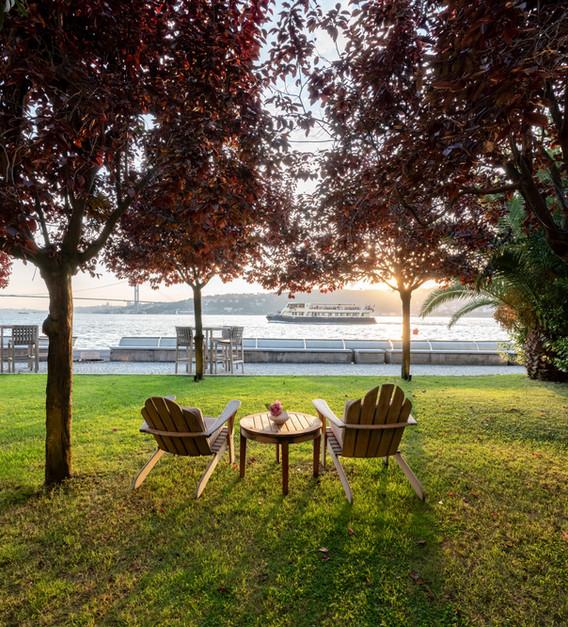 enjoy-sunset-at-sumahan-waterside-garden