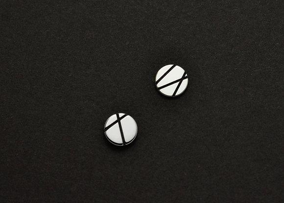 Cross Line Graphic Cirle Stud Earrings