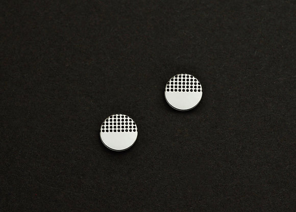 Dotted Graphic Cirle Stud Earrings