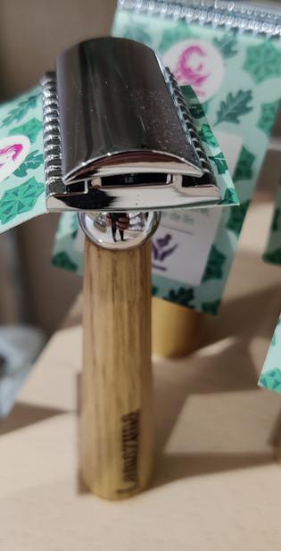 Rasoir en bois de chêne