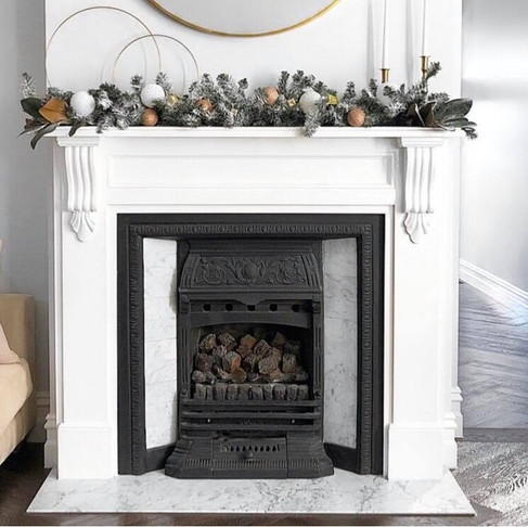 DIY Christmas Mantle Styling