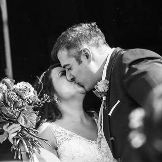 Wedding Day  @Chiesa San Marco Evangelista Cavernago, Bergamo Due sposini felici dopo essersi scambiate le promesse