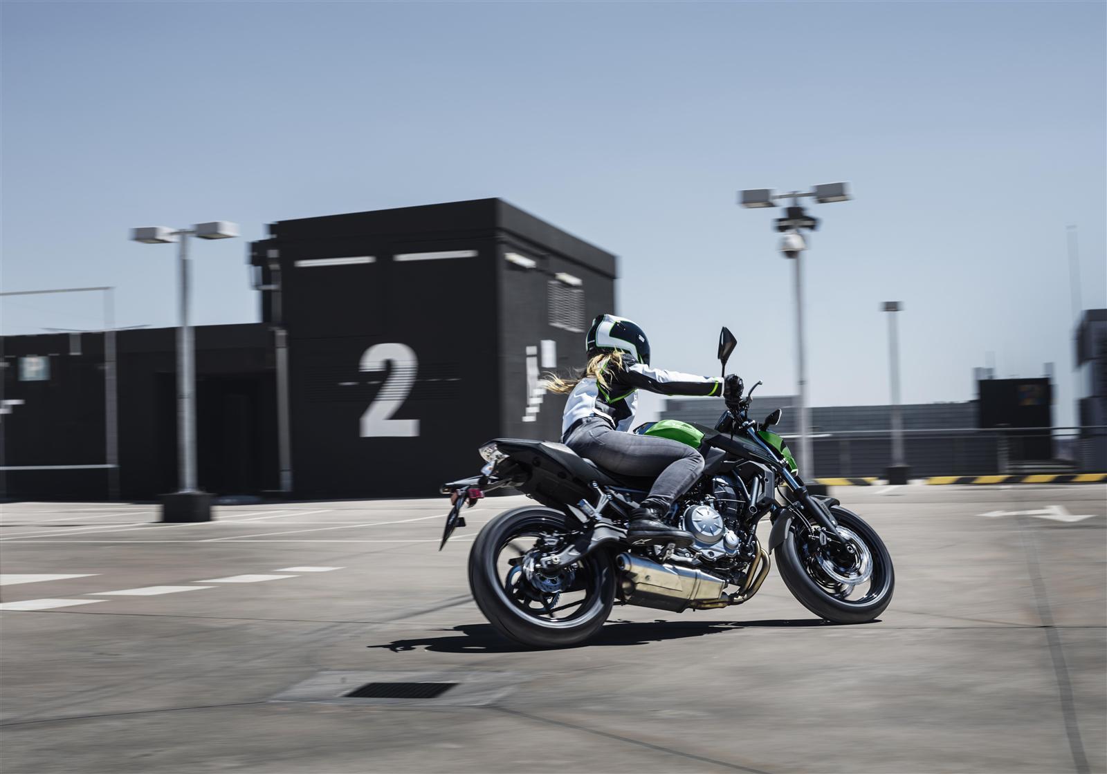 Kawasaki Z650 action 2