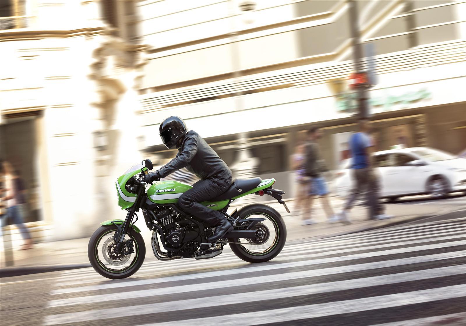 Kawasaki Z900RS Cafe akcja