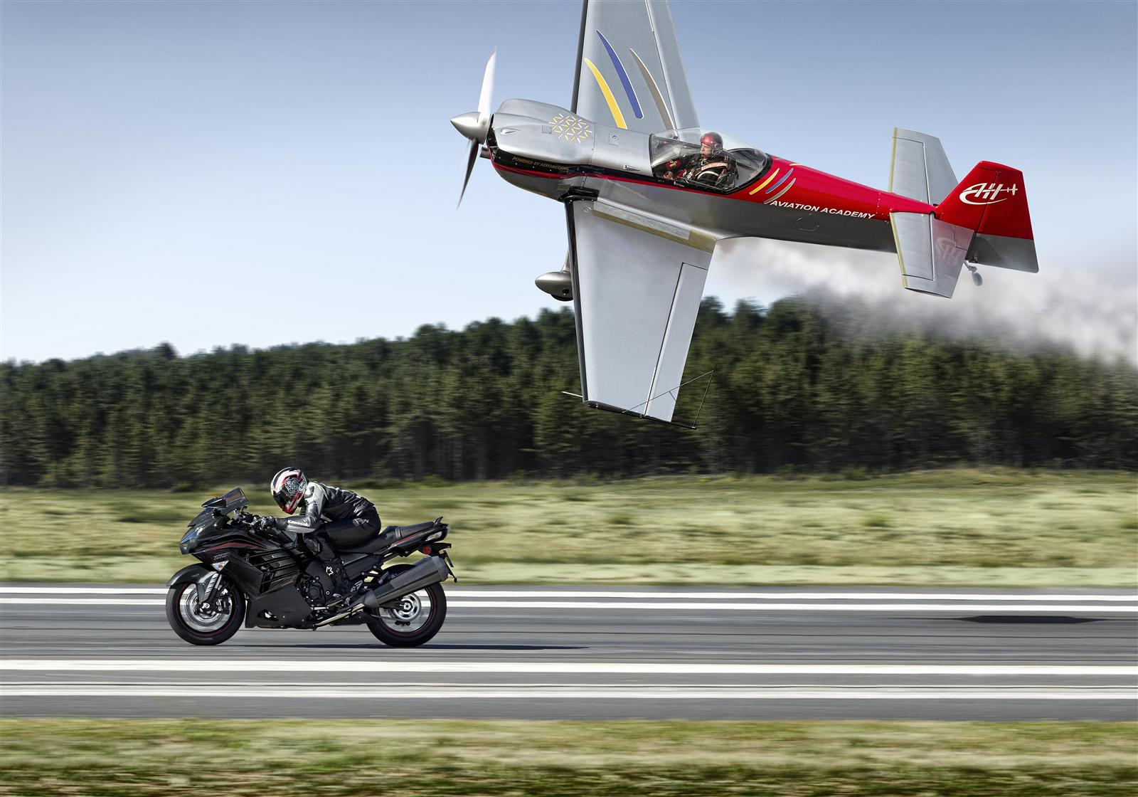 Kawasaki ZZR1400 szybszy niż samolot