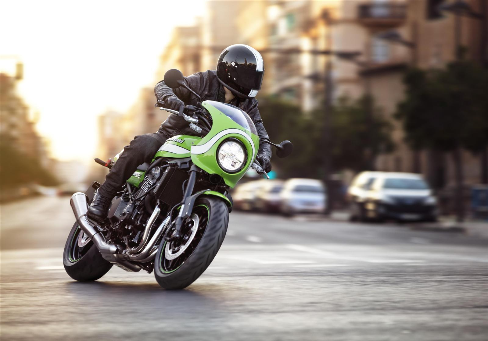 Kawasaki Z900RS w mieście