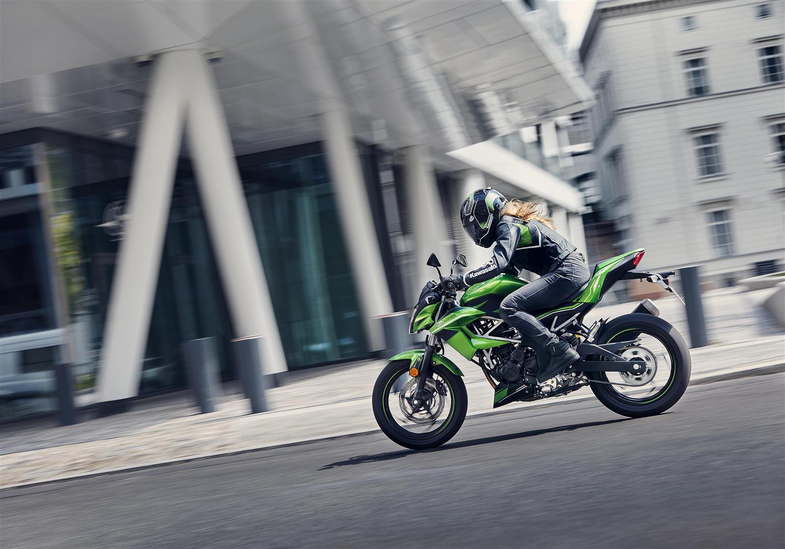 salon Kawasaki Z125