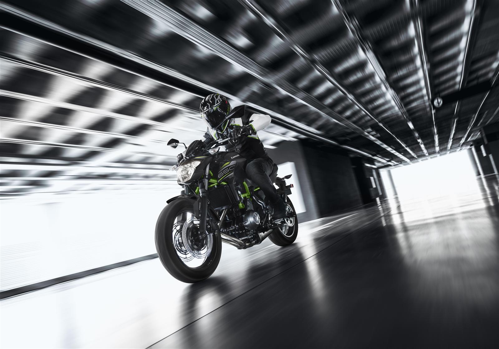 Kawasaki Z650 action 5