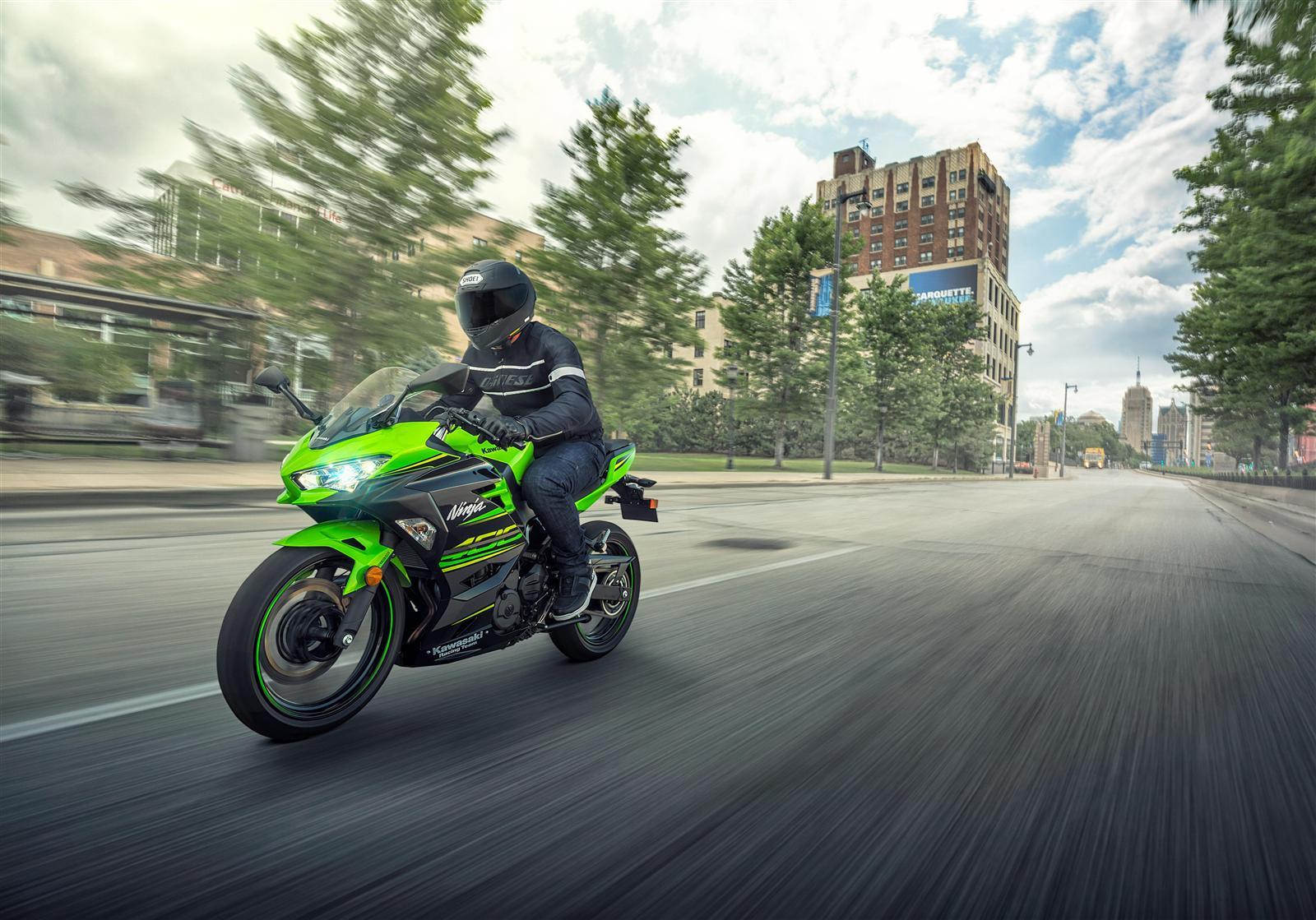 Kawasaki Ninja 400 do pracy