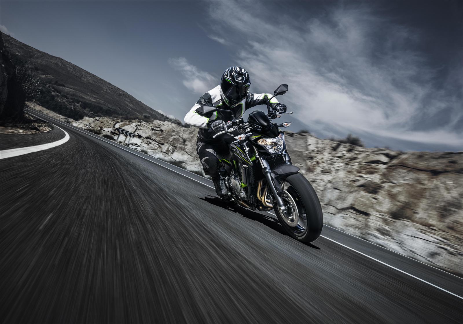 Kawasaki Z650 action 8
