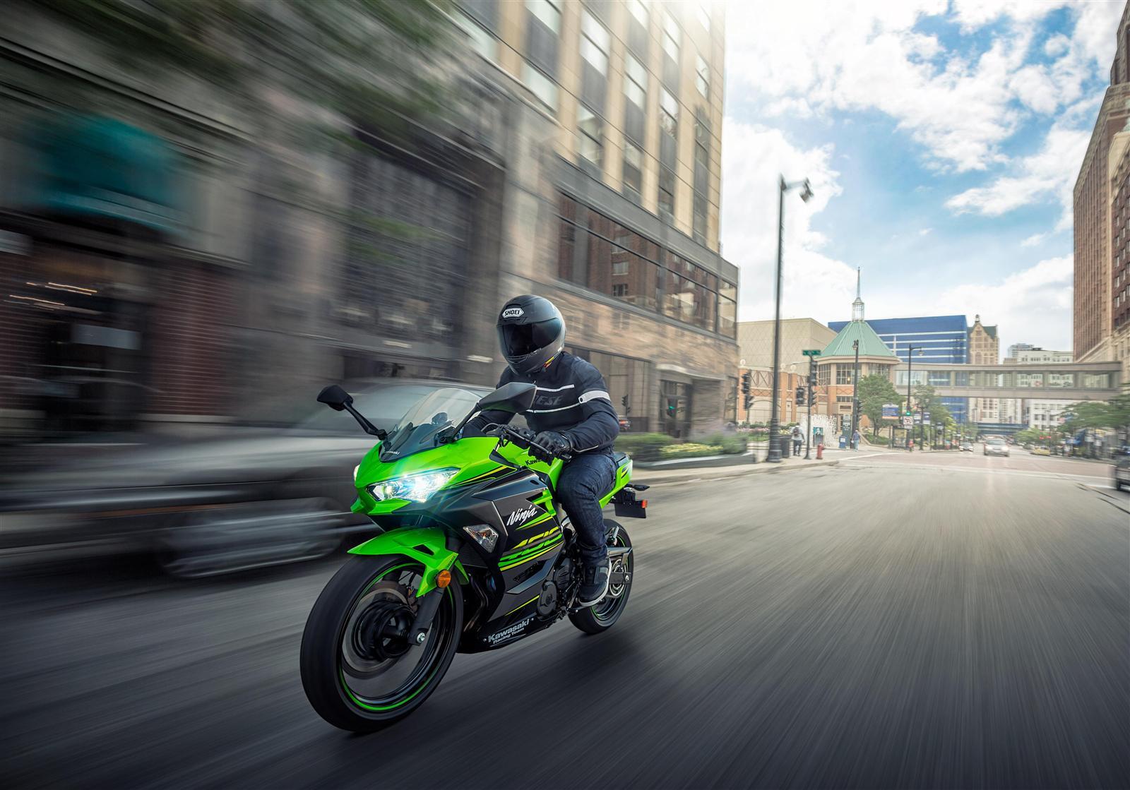 Kawasaki Ninja 400 w mieście