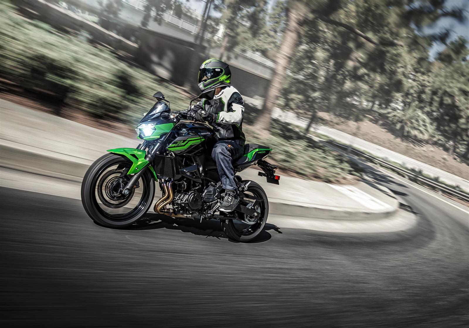 Kawasaki Z400 2019 action 4