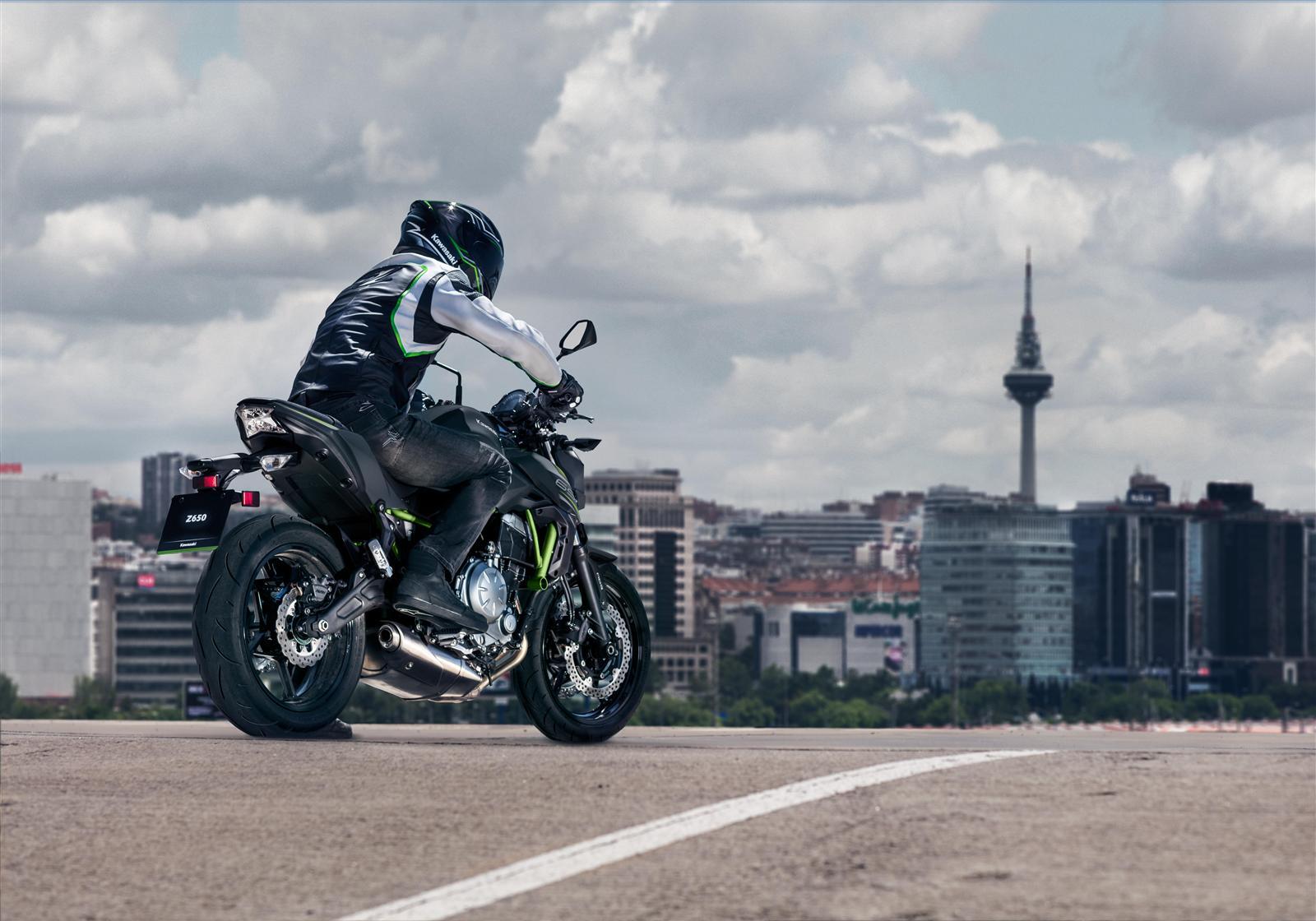 Kawasaki Z650 action 6