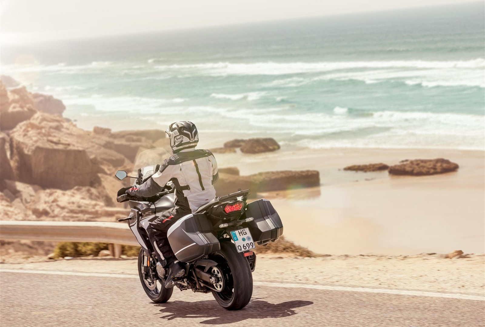 Turystyczny motocykl Kawasaki Versys 1000 w akcji