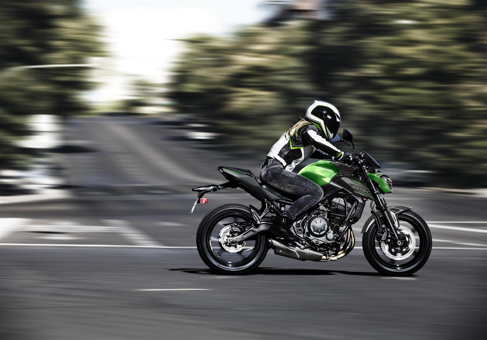Kawasaki Z650 action 7