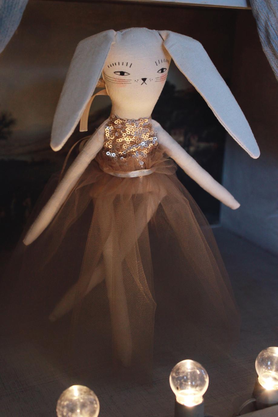 Join bitty bunnyBERNICE BALLERINA in her debut performance!