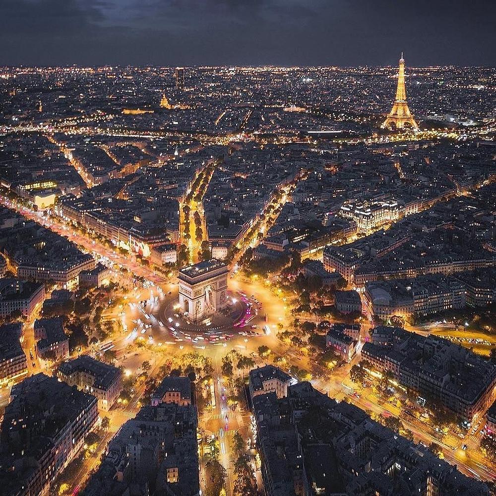 Arch de Triumph by night
