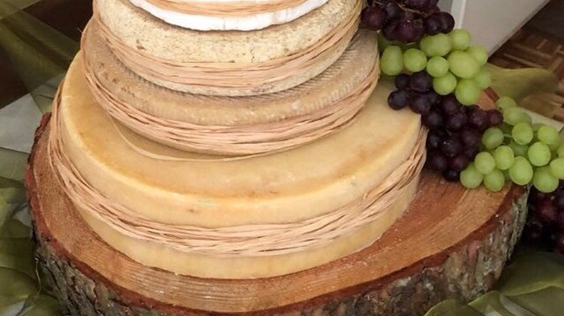 """Gorgeous oval shaped Rustic log slice approx 17""""-15"""" oval x 3"""" thick"""