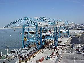 2-unloading-cranes-in-new-o.jpg