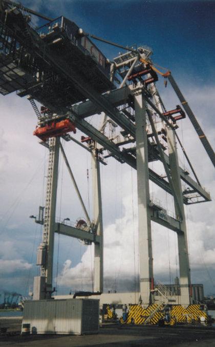 4-raising_upper_structure_on_container_c