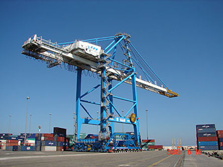 2-moving-crane-on-dock.jpg