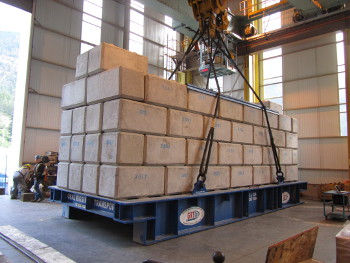 8-328_ton_load_frame_with_concrete_block