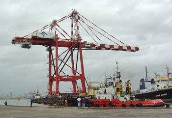 2-last-crane-arriving.jpg