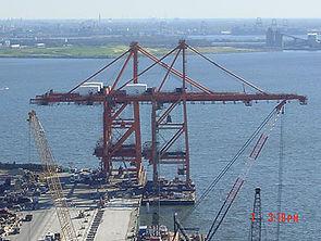 2-unloading-cranes-on-onto-.jpg