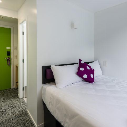 217-Jucy-Snooze-Qtown-Rooms-Queen-52-fc.jpg