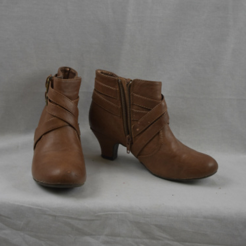 Girls Shoes - Size 2.5M