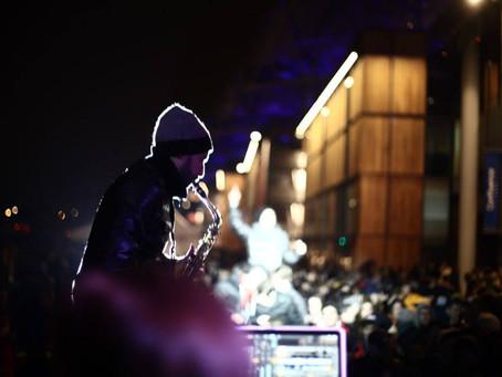 DJ saxophoniste, Deep House avec saxo, Sax cover : une tendance présente depuis 20 ans.