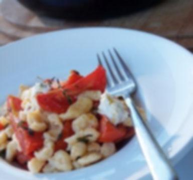 שפצ'לה ברוטב עגבניות שרי קונפי, נגיעות  של שמנת וגבינת פיקורינו