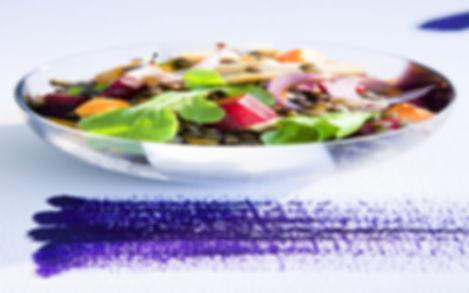 סלט עדשים אורגנים ופריקי(חיטה מעושנת) בליווי ירקות שורש ווינגרט עשבי תיבול