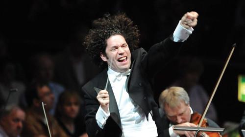 מפסטיבל באך בלייפציג לגוסטבו דודמל ב-Waldbühne עם הפילהרמונית בברלין