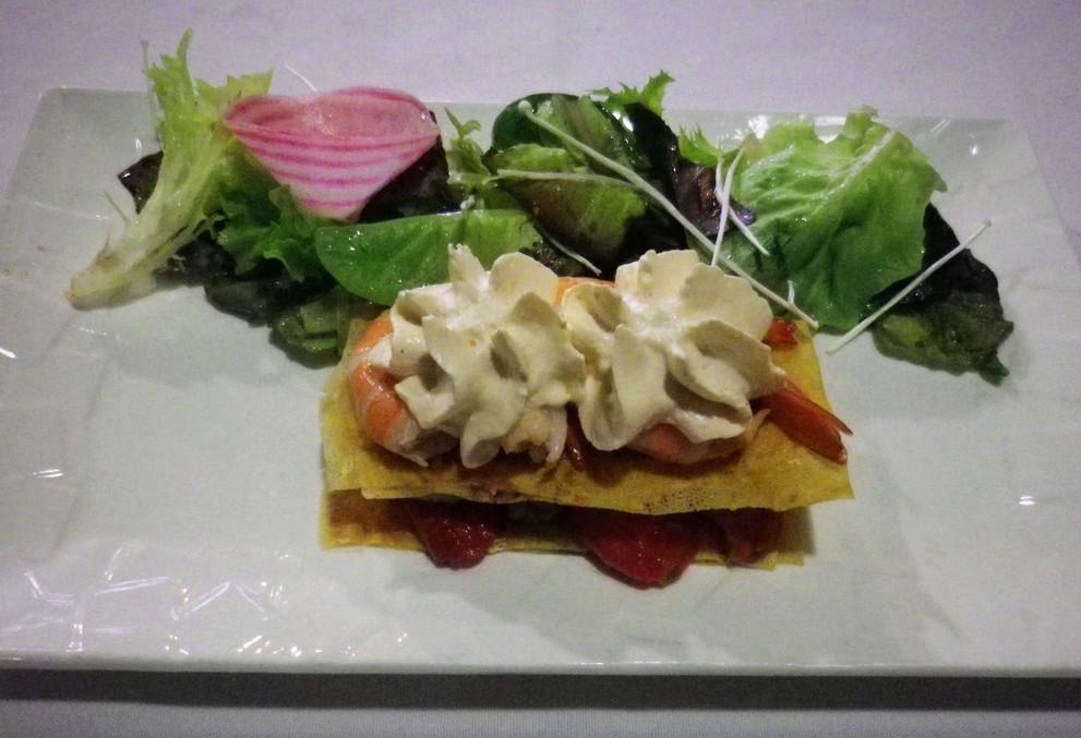 Millefeuille d'avocat, crevette et tomate confite, sauce cocktail