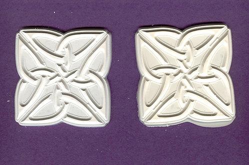Design flower/Celtic knot large plaster of Paris painting project.