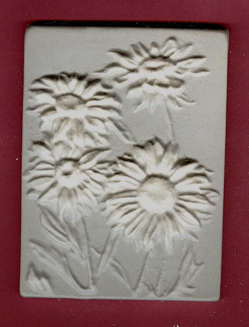 Flower tile #5: Daisy plaster of paris painting project.