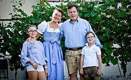 familie-ortner-zwicklbauer-neu2020_01.jp