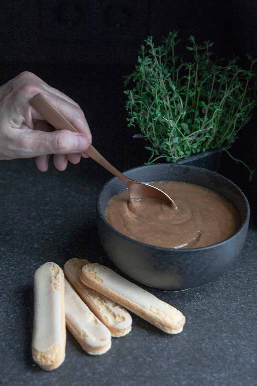 Receta de Caramelo natural de coco y dátiles. Repostería vegana.
