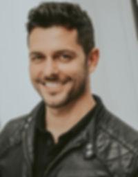 Douglas Tholedo portrait ator musical