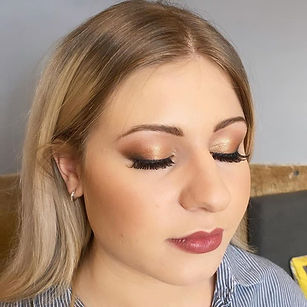 Christmas makeup on the lovely Beth 💋 w