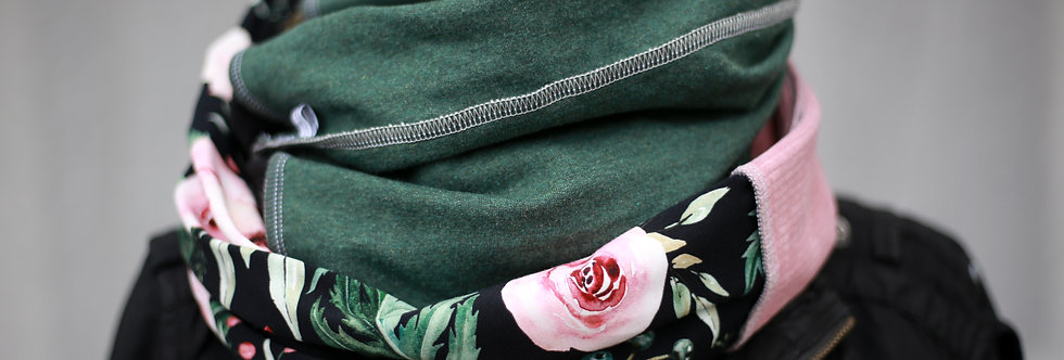 Loop roses on black
