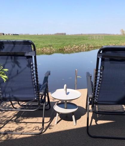 twee comfortabele ligstoelen.jpg