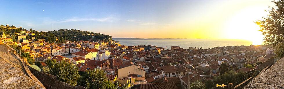 Die Stadt Piran bei Sonnenuntergang