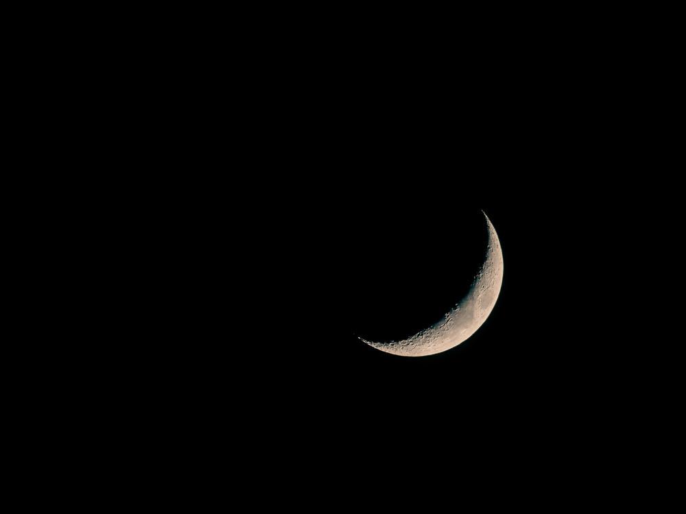 Sichelmond am Nachthimmel