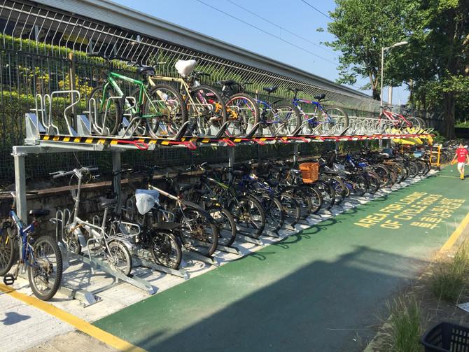 「雙層單車泊架」和「一上一下式泊架」列為香港標準單車泊架設計